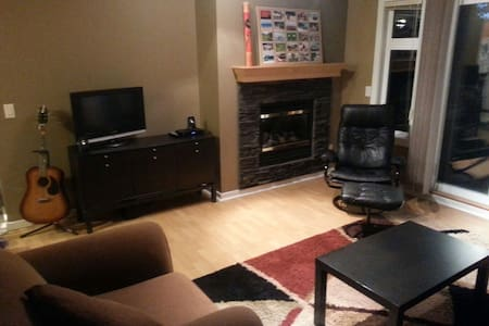 Cozy Apartment - Great Views, Walk to Town! - Canmore - Apartment