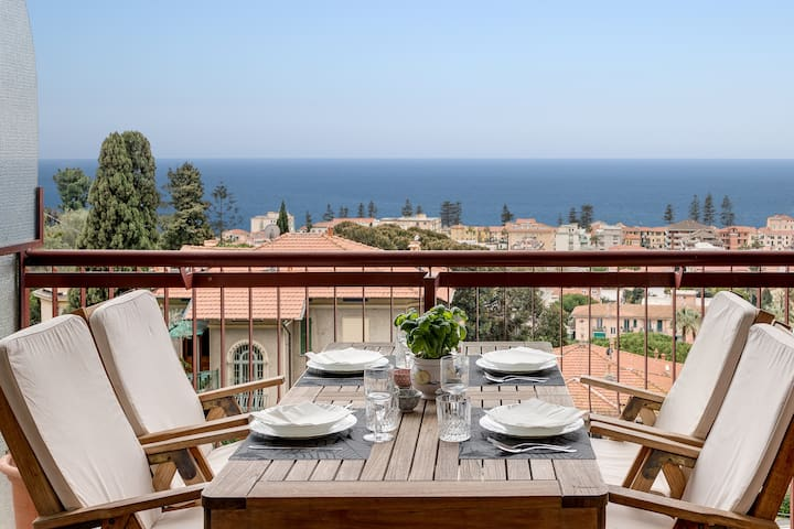 Lovely three-bedroom apartment with great sea view