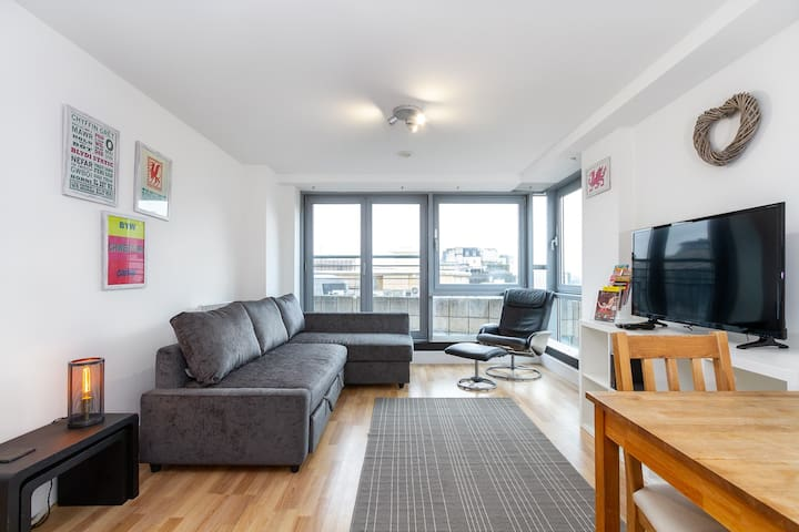 Sleeps 4 in Cardiff With Instagrammable City Views