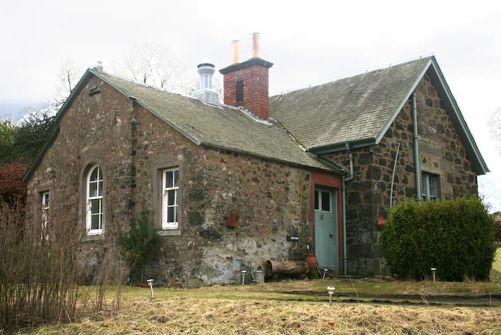 Gean Tree Cottage, Fingask Castle, Rait, Perth - Rait - Casa