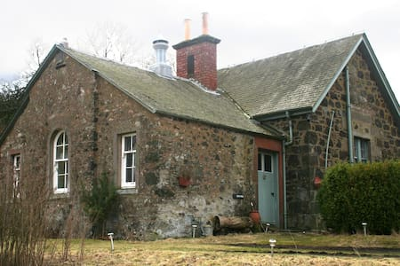 Gean Tree Cottage, Fingask Castle, Rait, Perth - Rait