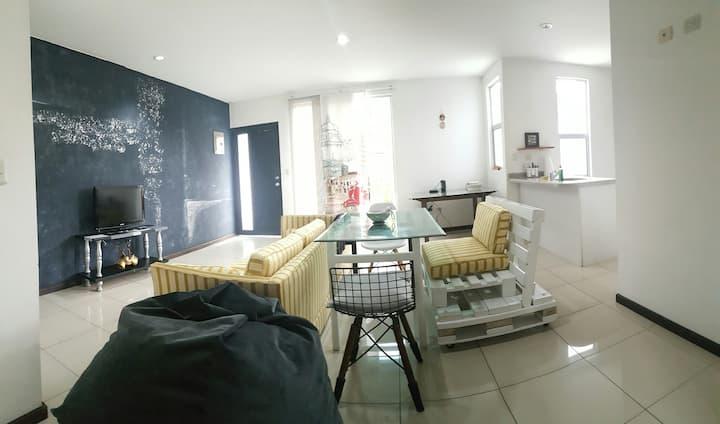 Apartamento completo céntrico y seguro.