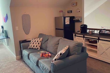Large room perfect for Travel Nurses/Students!