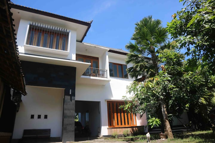 Rumah Ramah - House for Rent- near Medewi Beach