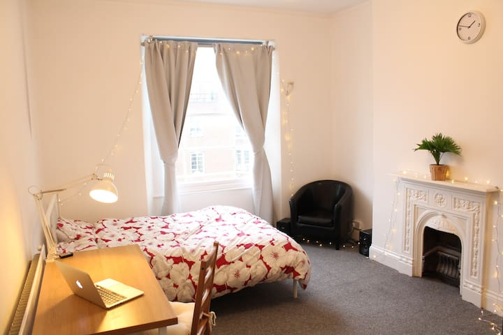Double room in Bristol's cultural quarter.