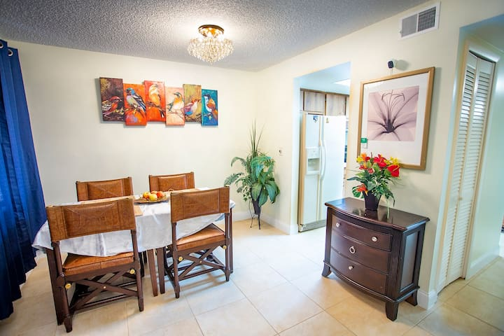 Entire Townhome Available, 5 Mins from Universal