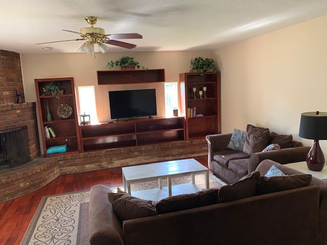 Phoenix home in the perfect location for visiting!