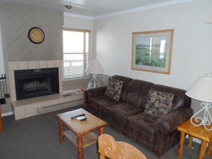Jackson Hole Condo 2 BDR W/ Pool & Full  kitchen