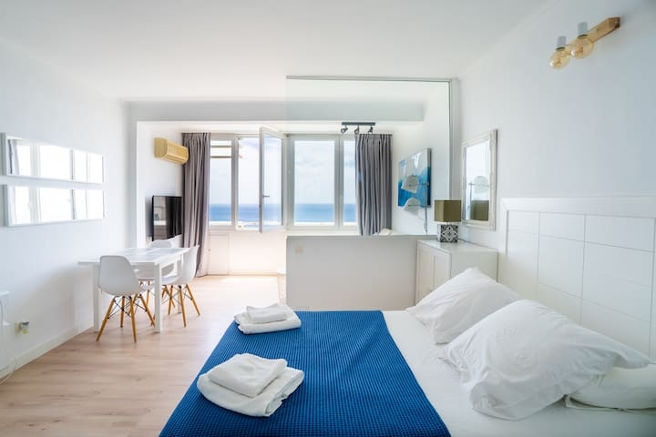 Modern apartm. with sea views 350m from the beach.