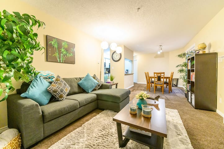 Bright & Modern Condo w/ Patio, Parking & Netflix