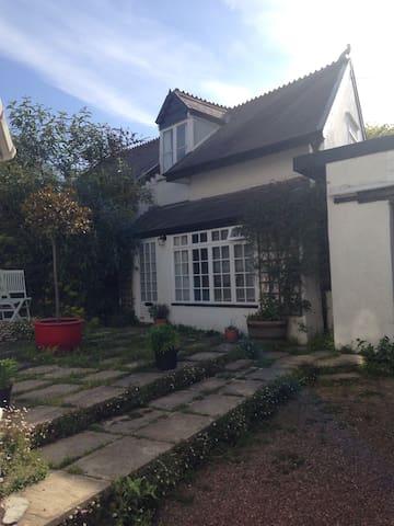 Heavitree Cottage, Heavitree Garden