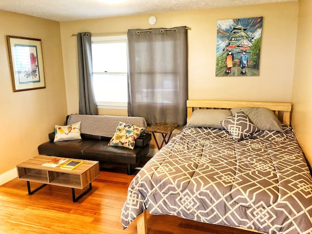 Private apartment w/ kitchen and laundry