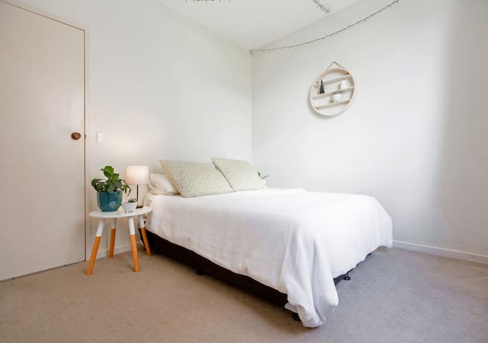 Comfortable bedroom close to CBD in great location