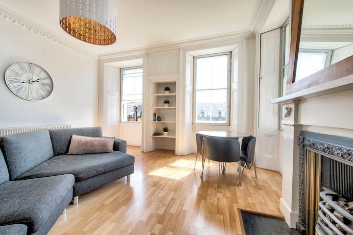 ★Historic Royal Mile Apartment, Great Castle Views