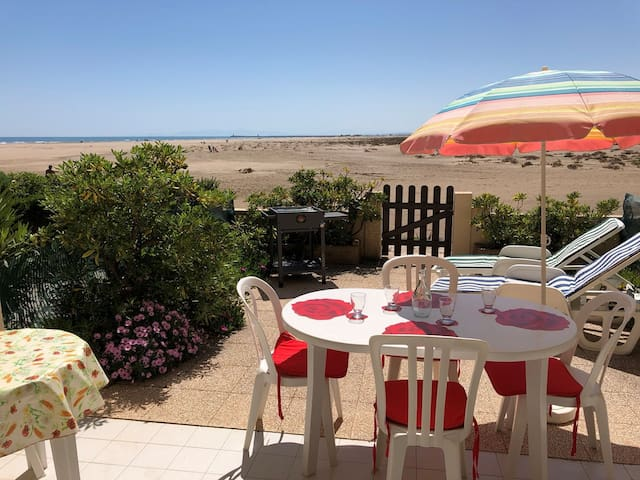 GRUISSAN - Flat with direct access to the beach