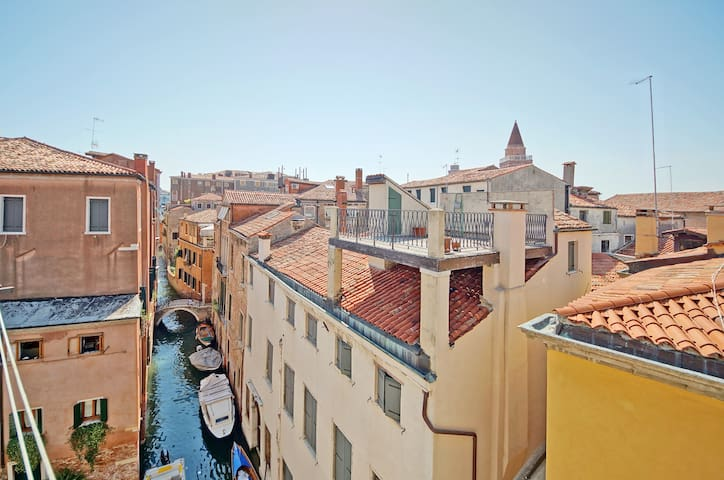 Venice Penthouse Canal View - WiFi - A/C