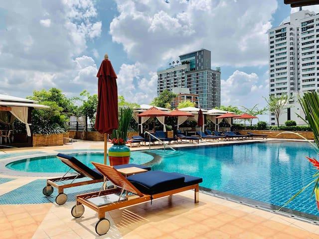 Super Luxury Sky Villa Ascortt 2BR @BTS Chongnonsi