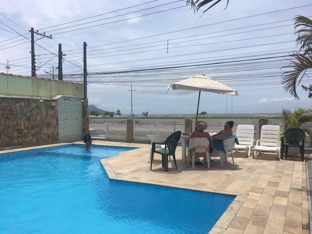 Casa de frente p praia com piscina panorâmica
