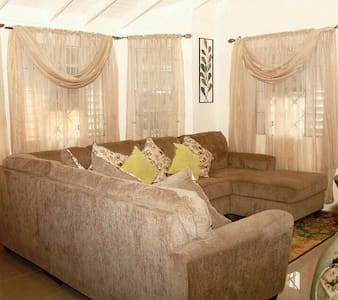 Sage Blu - Getaway home near Ocho Rios, Jamaica!