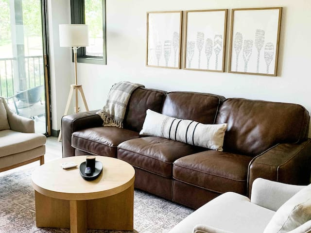 Our goal for our Modern Lake House decor is to provide our guests with a feeling of  comfort!  The rooms have a sense of ease, warmth and inviting earth tones. A light, bright and airy retreat thats anything but 90's woodsy.
