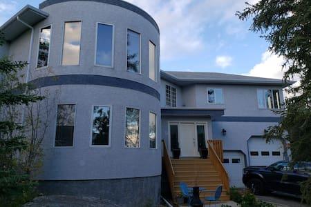 Exec Home - Large family Accom - Aurora viewing