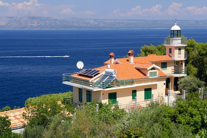Unique 3 bedroom seaside villa with pool