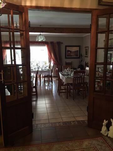Breakfast dinning area