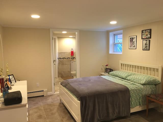 Newly renovated, modern 1 bed mins from NYC - West New York - Appartement