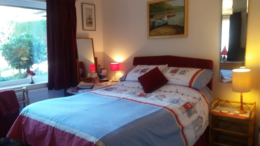 Comfy double room close to historic A la Ronde - Exmouth