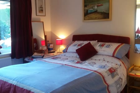 Comfy double room close to historic A la Ronde - Exmouth - Maison