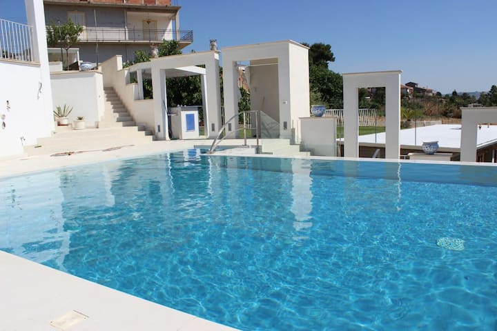 NEFLE  bel appartement duplex piscine-jacuzzi-bar.