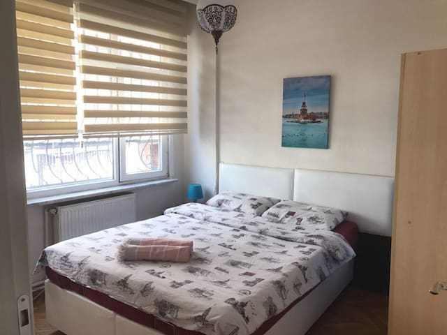 Room(4)-5 minutes walk from Taksim