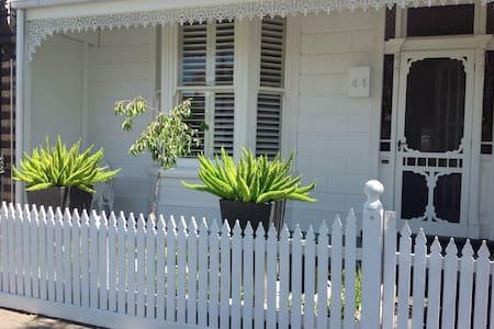 Cute single fronted terrace - Albert Park - Σπίτι