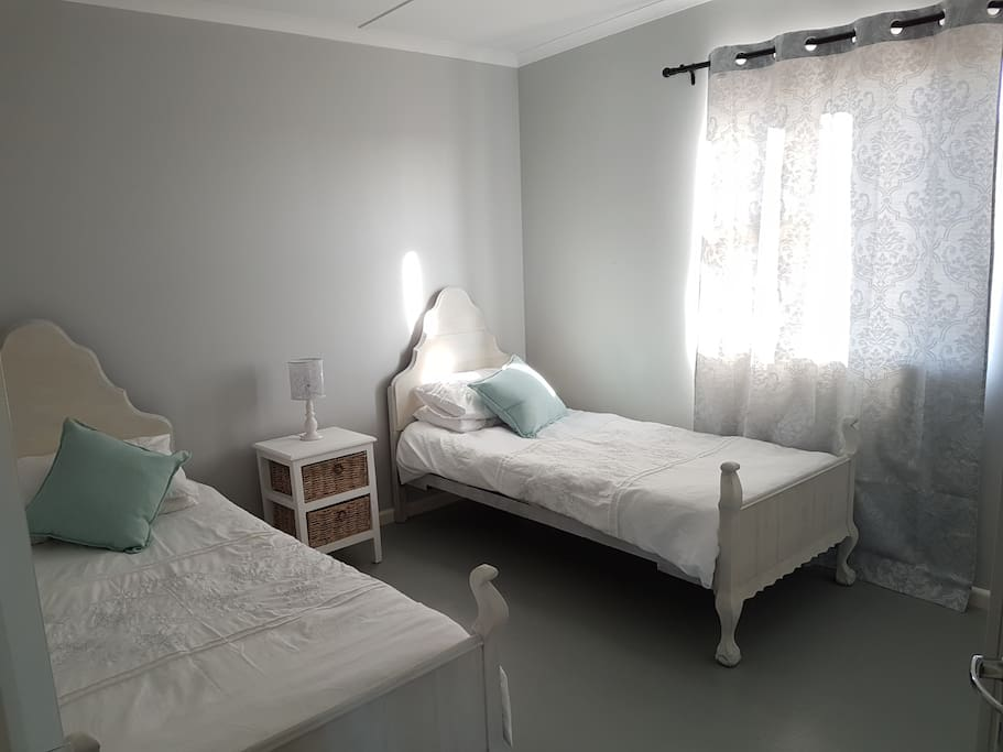 2nd Bedroom with two single beds