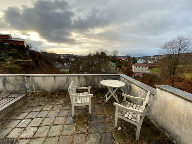 Clean and peaceful app., 22 min from city centre