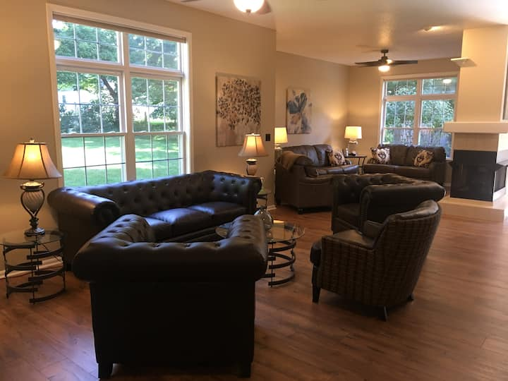 3 bedroom College Mall Condo (2,100 sq ft)