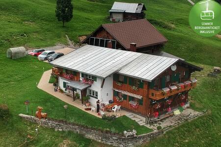 Ferienwohnung mit zwei Schlafzimmern, Dachterrasse