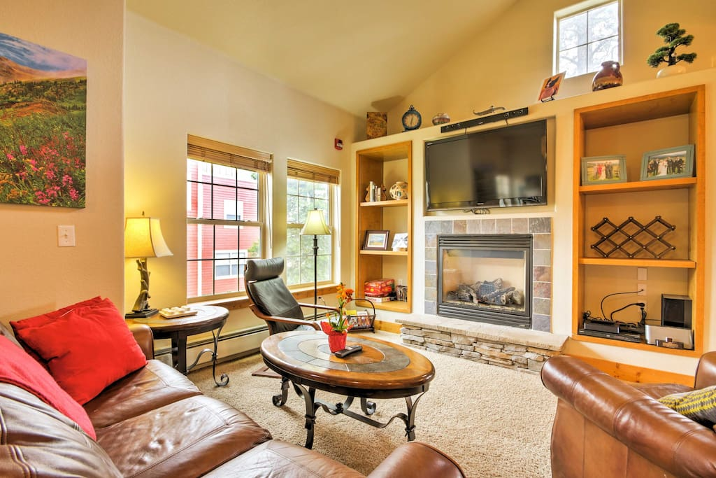 Warm up next to the gas fireplace as you watch a movie on the flat-screen cable TV.
