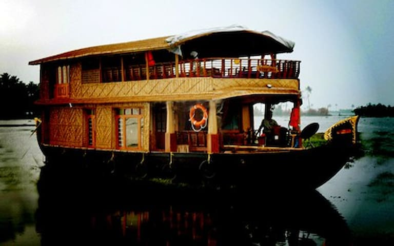 Unforgettable Experience in a Heritage Houseboat - Kumarakom - Boot