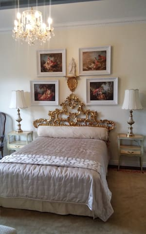 The Baroque Room - Inntiquity, A Country Inn