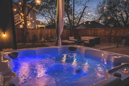 Chic Retreat- 2/1 -Great Couples or Girls Weekend!