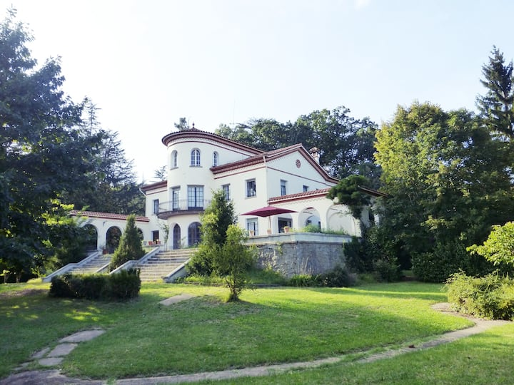 Spectacular country house in the centre of Olot.