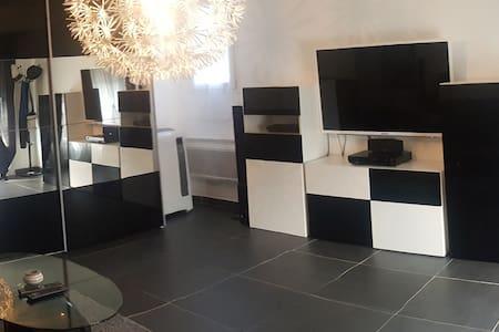 Chambre privée, dans appartement moderne - Piolenc