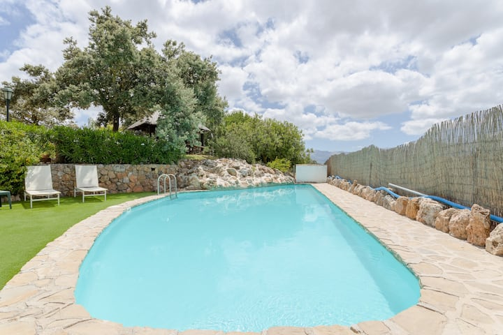 Holiday Home Cortijo el Hoyo with Mountain View, Wi-Fi, Pool, Air Conditioning & Terraces; Parking Available, Pets Allowed