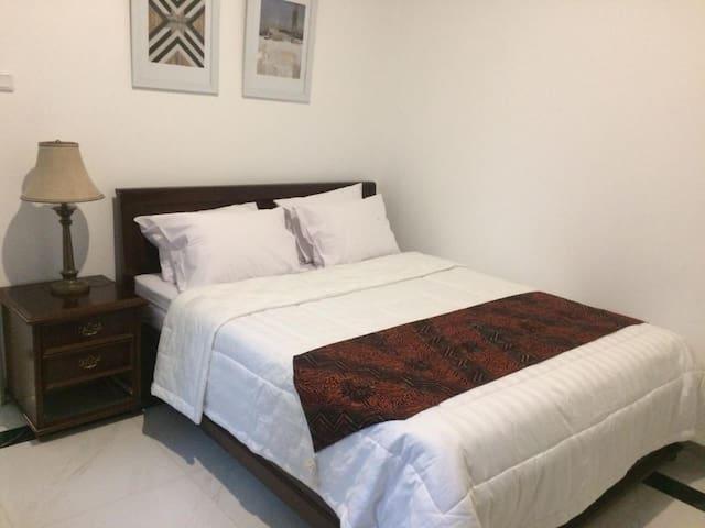 Bedroom 2 (double bed), AC, Bathroom, Garden View