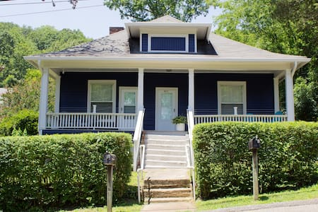 ☆ The Blue Bungalow Downtown (B) - Very Clean!
