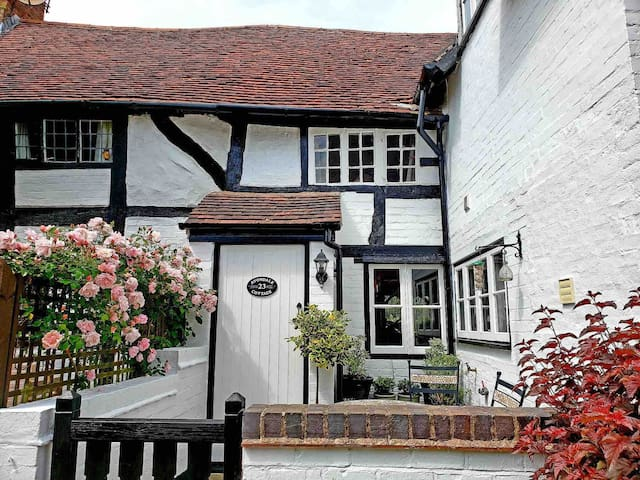 Avondale cottage (nr Warwick & Stratford on Avon)