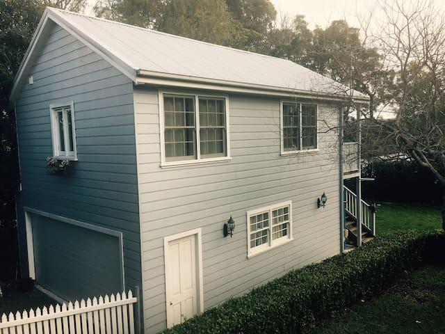 """Blue Mountains Self Contained Loft"""