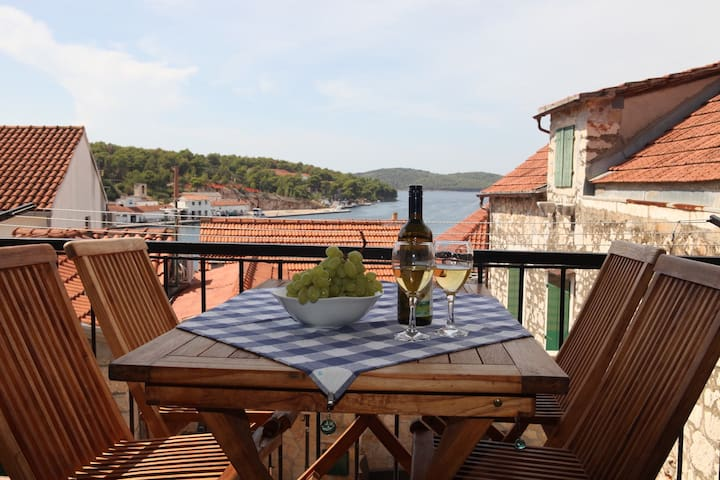 Fantastiskt 4 bädds lägenhet Milna Kroatien