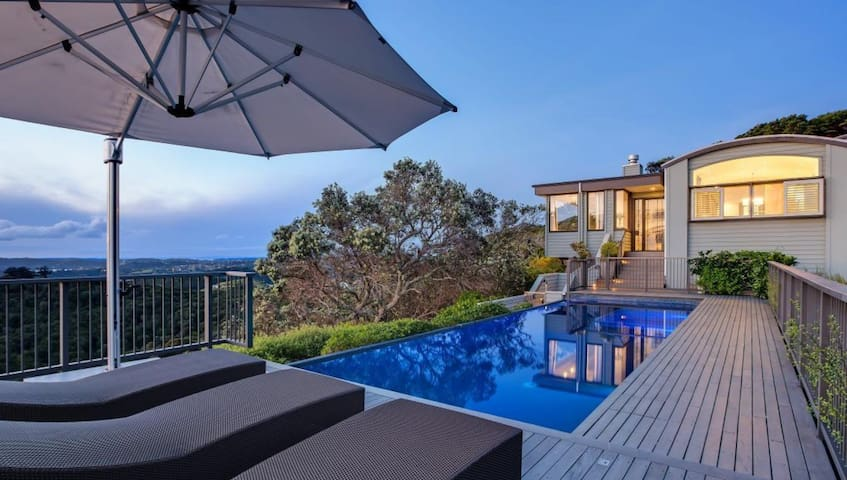 Guest suite with spa pool on stunning Waiheke